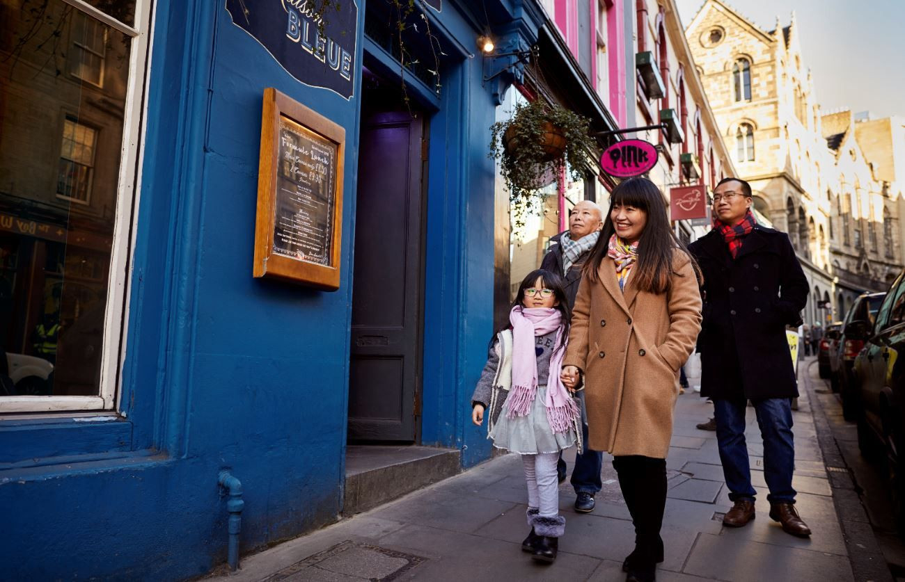 A family walking down Edinburgh's Victoria Street.