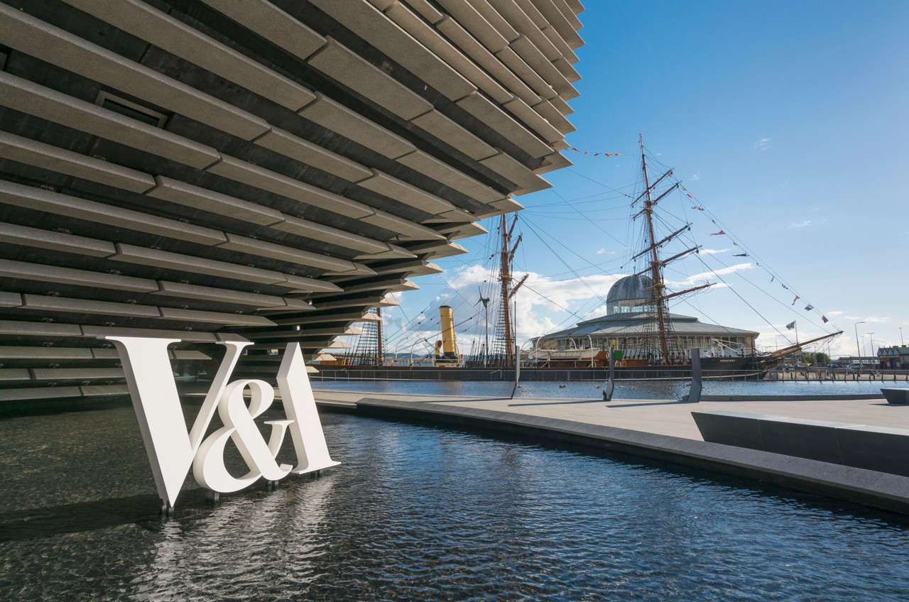 Photo of the V&A museum in Dundee with view of Discovery Point in the background.